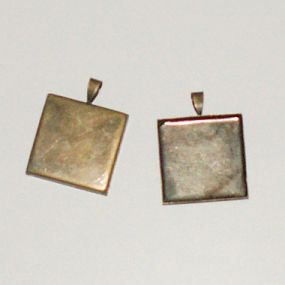 Lůžko čtverec 25x25mm 1ks ozdobné očko (starobronz)
