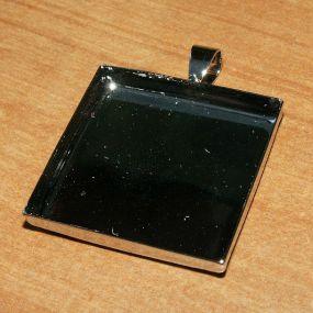 Lůžko čtverec 25x25mm ozdobné očko 1ks