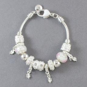 Elegantní náramek s korálky - bílý