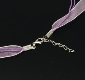 Šňůra na krk se zapínáním (SZA) světle fialová 1 ks